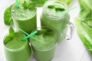 Roheline smuuti värske piparmündiga