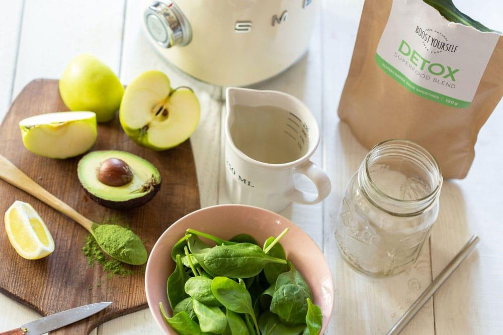 Detox supertoiduseguga roheline smuuti sisaldab palju rauda